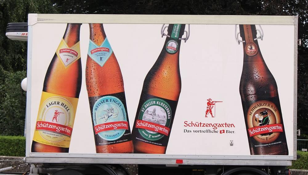 Bild mit Bierflaschen zu der Fragestellung: Was bringt Plakatwerbung eigentlich? - Außenwerbung NRW!