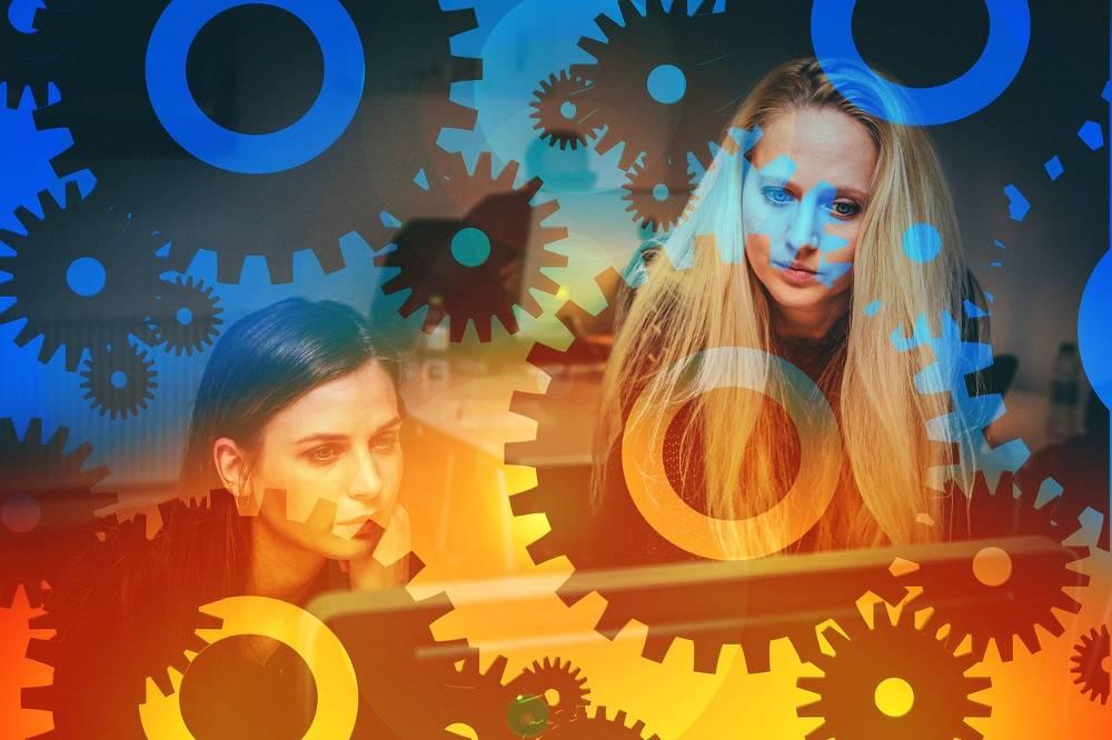 Collage mit zwei Frauen als Webdesigner zum Thema Webdesign Agentur NRW – Ihre Webagentur für Nordrhein-Westfalen